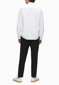 Calvin Klein - SLIM OXFORD - Formal shirt - calvin white - 2