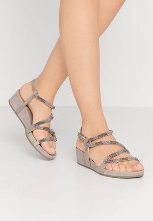 Sandály na platformě - porcini
