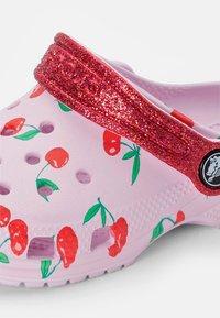 Crocs - CLASSIC FOOD - Pool slides - ballerina pink - 5