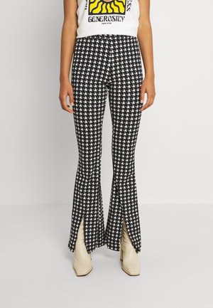 DARCY DOGTOOTH SLIT FLARE WOMEN - Pantalon classique - black/white