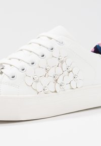 JETTE - Trainers - offwhite/silver - 2