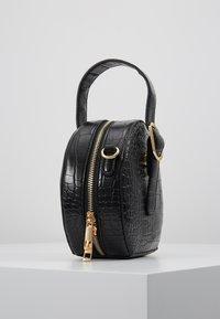 NAF NAF - RSOLYE - Håndtasker - noir - 3