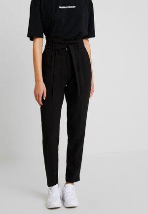 ONLYARROW BELT PANT - Stoffhose - black