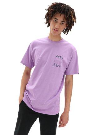 MN CRESCENT SS - Print T-shirt - english lavender