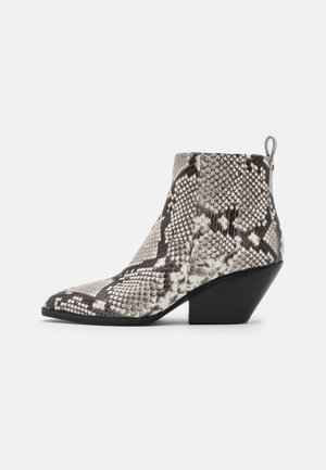 SINCLAIR BOOTIE - Ankle boots - black/white