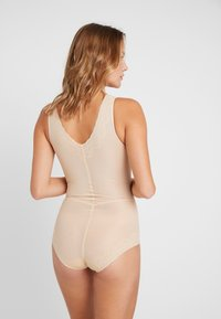 MAGIC Bodyfashion - DSIRED SCALLOP SHEER - Body - latte - 2