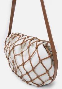 Rejina Pyo - SONNY BAG - Handbag - ivory/brown - 4