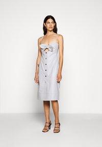 Proenza Schouler White Label - LIGHTWEIGHT KNOTTED TOP DRESS - Pouzdrové šaty - grey - 0