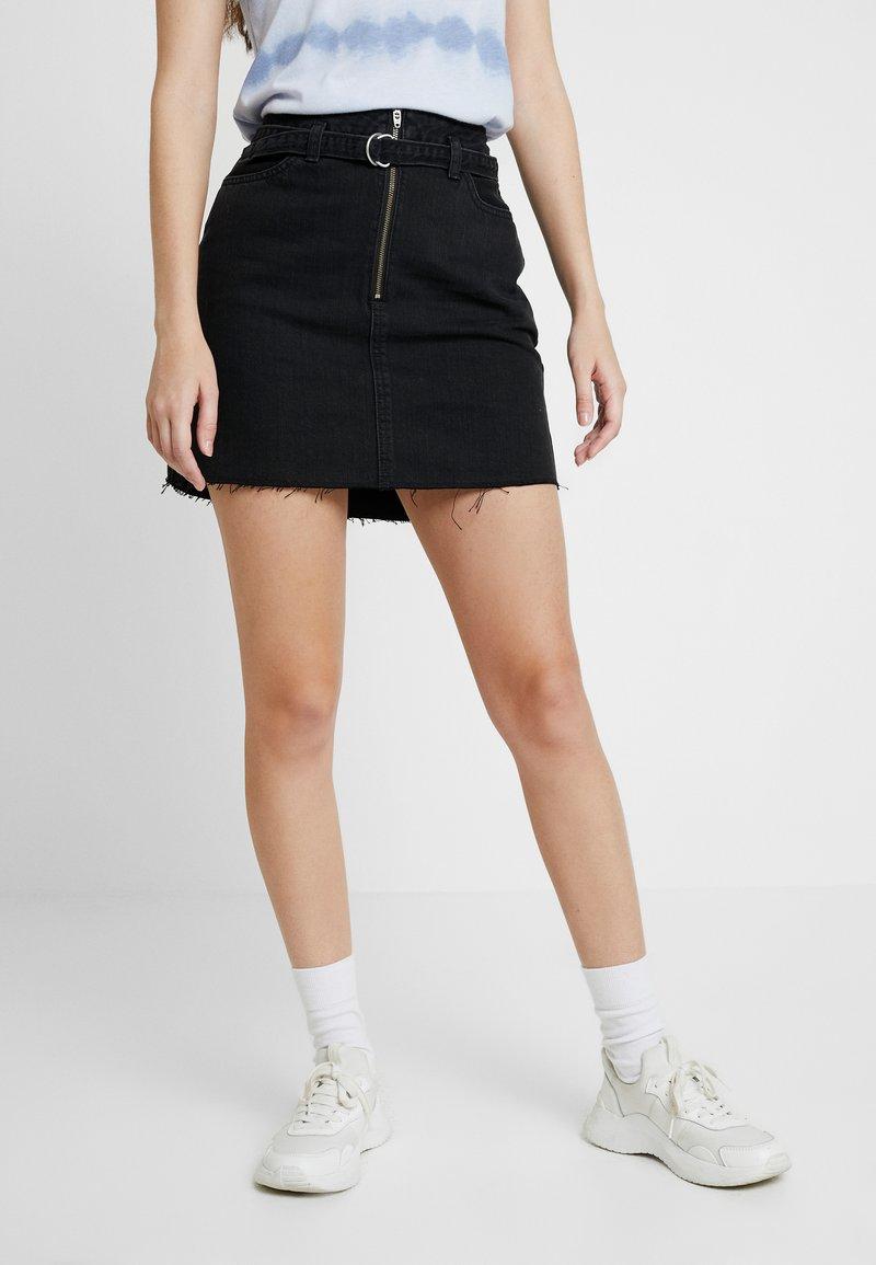 Hollister Co. - RING BELT - Denimová sukně - black