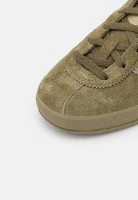 adidas Originals - BROOMFIELD UNISEX - Matalavartiset tennarit - green - 5