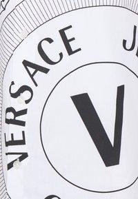 Versace Jeans Couture - Shirt - bianco ottico - 8