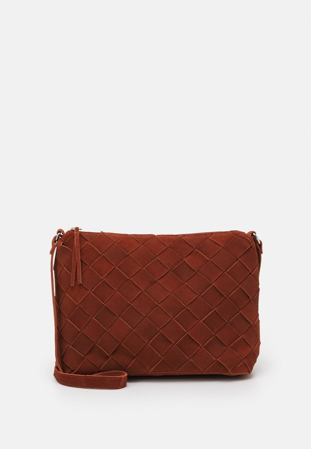 LEATHER - Across body bag - red
