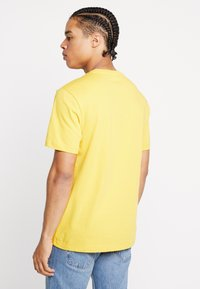 Reebok Classic - VECTOR TEE PRINT - Print T-shirt - toxic yellow - 2