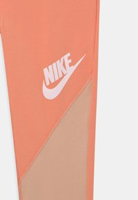 Nike Sportswear - Leggings - apricot agate/shimmer/white - 2