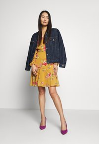 Wallis - FLORAL RUFFLE SLEEVE  - Day dress - mustard - 1