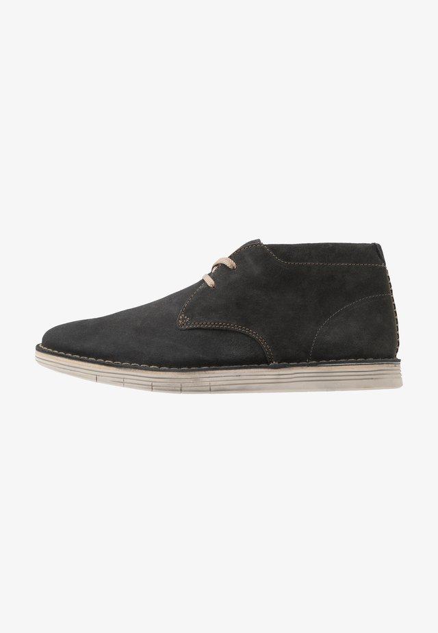 FORGE STRIDE - Chaussures à lacets - storm