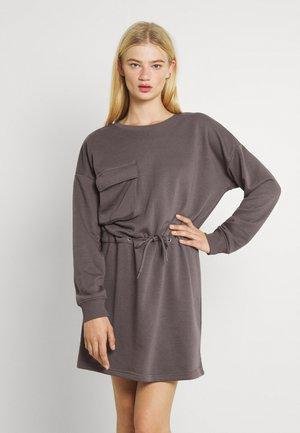 UTILITY POCKET DRESS NEVADA - Denní šaty - charcoal