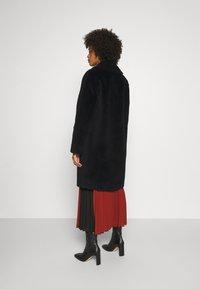 Oakwood - SISSI REVERSIBLE - Classic coat - black - 2