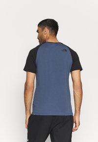The North Face - RAGLAN EASY TEE - T-shirt med print - vintage indigo - 2