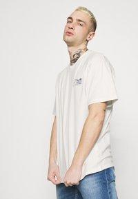 Edwin - MONDOKORO UNISEX - Print T-shirt - whisper white - 3