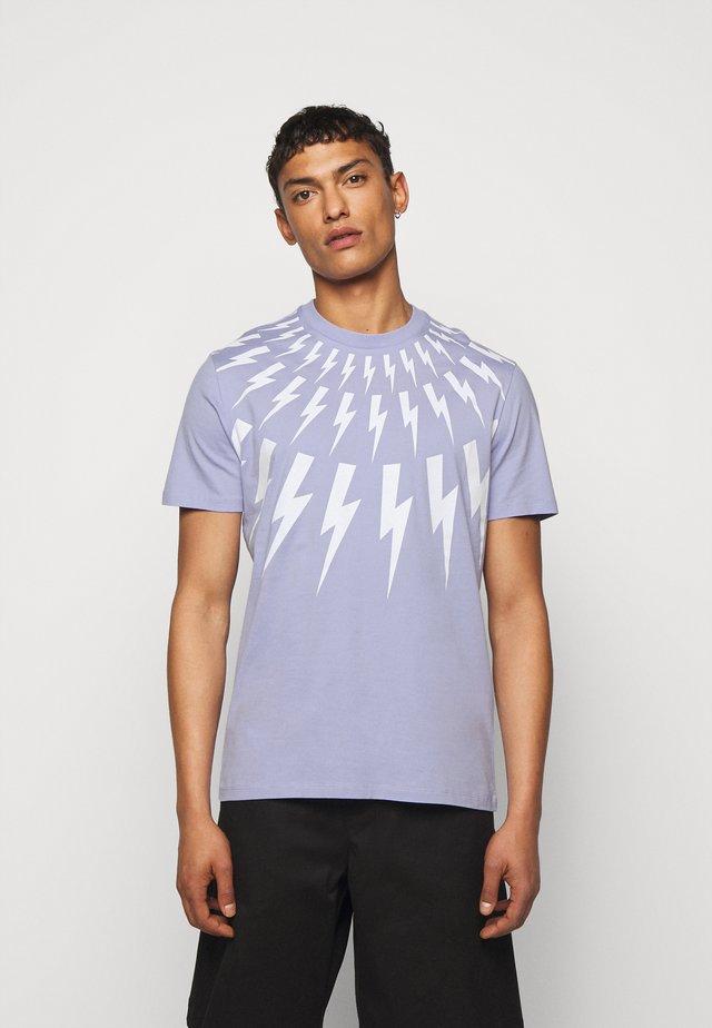 THUNDERBOLT - T-shirt med print - lilac/white