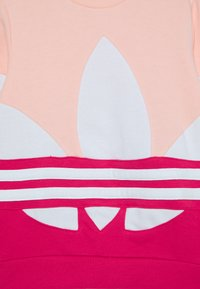 adidas Originals - BIG CREW - Sweatshirt - haze coral power pink/white - 2
