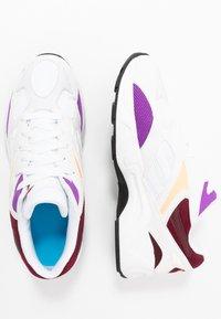 Reebok Classic - AZTREK 96 REINVENTED RETRO RUNNING SHOES - Tenisky - white/porcelain/lux maroon - 1