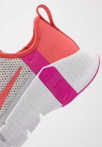 Nike Performance - FREE METCON  - Sports shoes - vast grey/magic ember/white/fire pink - 5