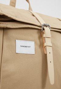 Sandqvist - DANTE UNISEX - Batoh - beige - 7