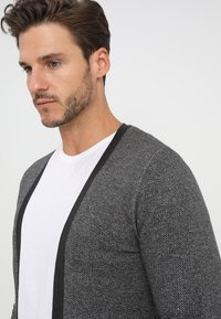 Selected Homme - SLHNEWJEFF OPEN  - Cardigan - antracit/egret - 4