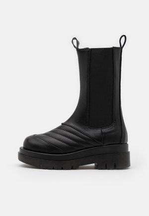 ADALEE - Platåstøvler - black
