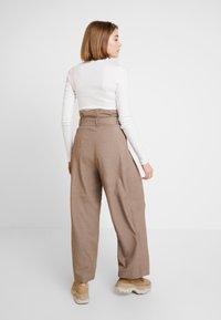 Weekday - PEYTON PAPERBAG TROUSER - Trousers - dark mole - 2