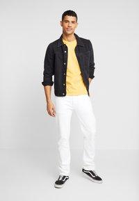 Levi's® Extra - Print T-shirt - golden apricot - 1