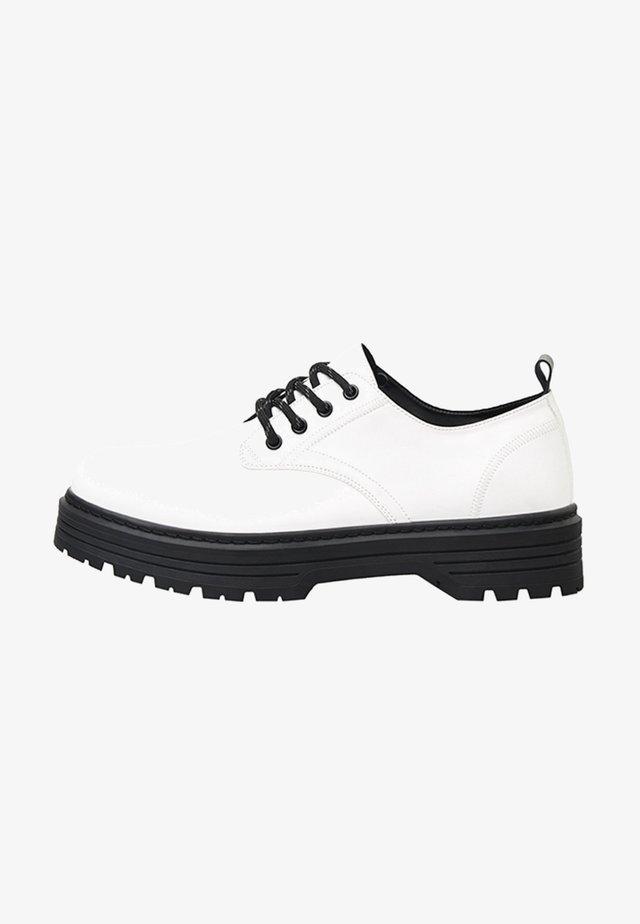 ELEGANTE - Sznurowane obuwie sportowe - white