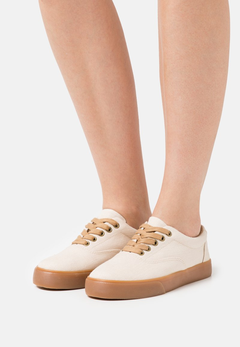 Grand Step Shoes - VENDETTA - Trainers - offwhite