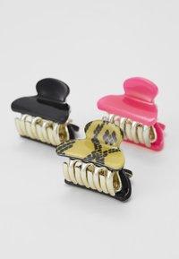 ALDO - BOOTENAL - Hair styling accessory - hot pink/black - 3