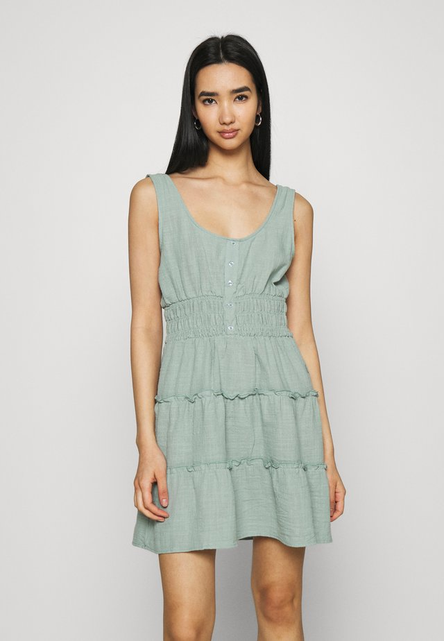 PETITIE KAYLA TIERED SLEEVELESS MINI DRESS - Day dress - lush green
