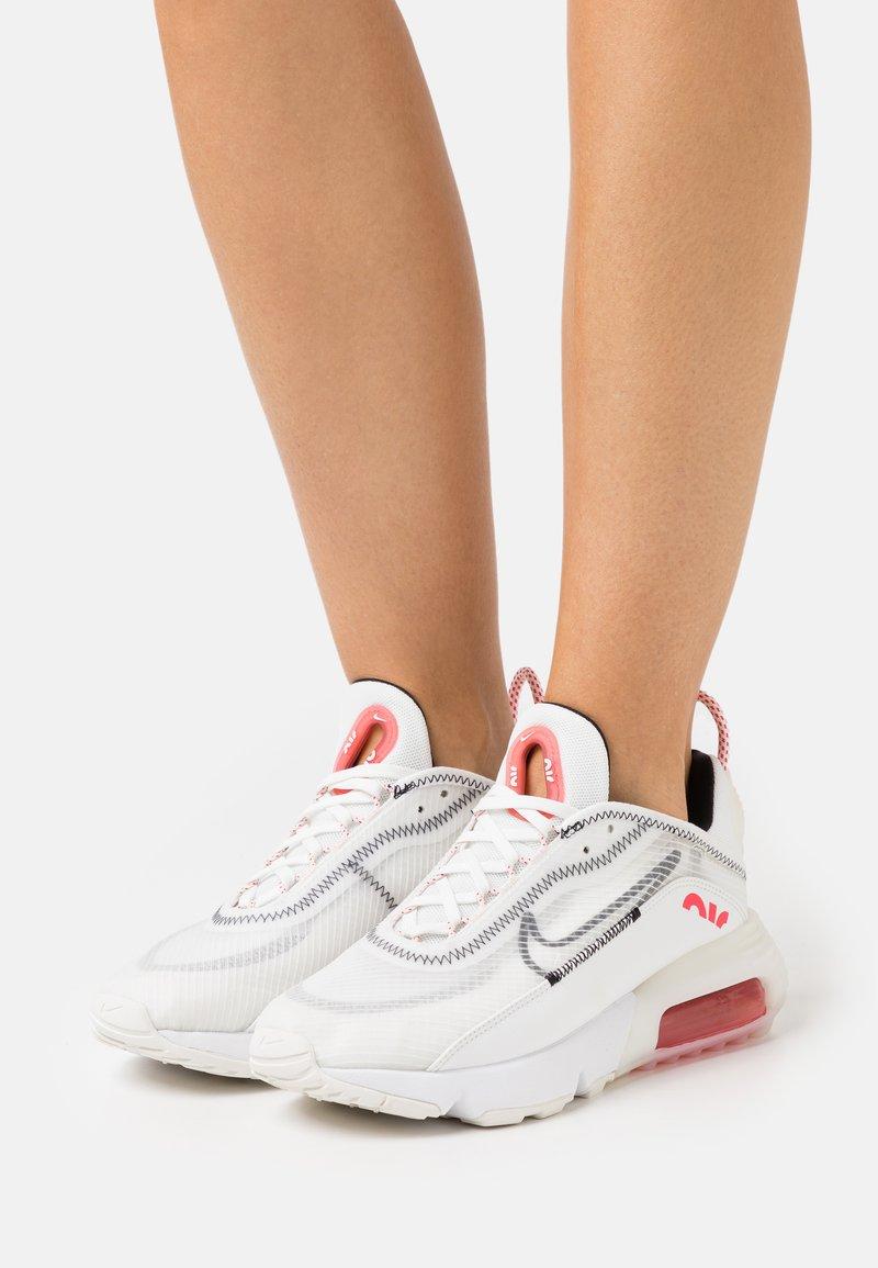 Nike Sportswear - AIR MAX 2090 - Zapatillas - summit white/black/siren red/white