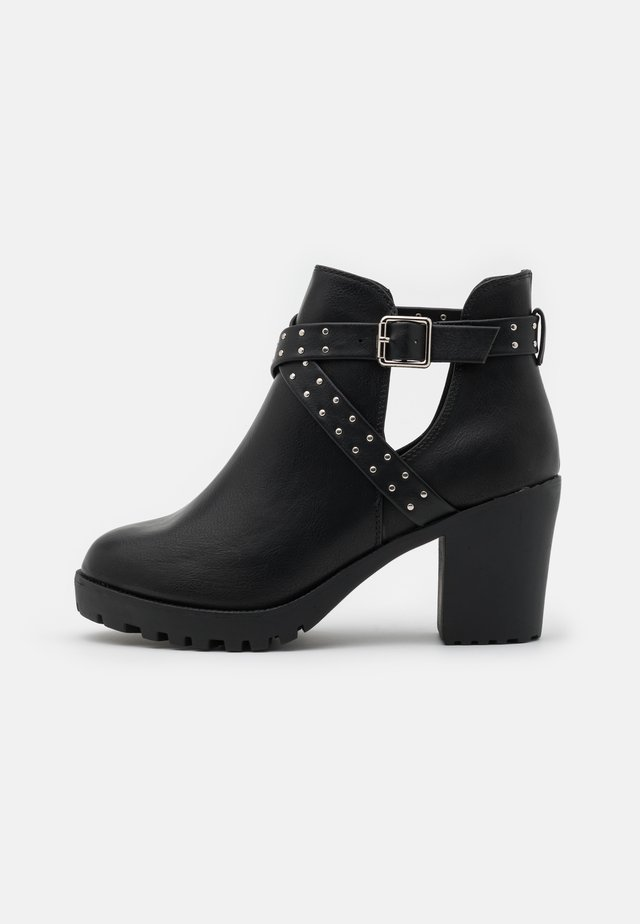WIDE FIT CHAZZA - Platform ankle boots - black