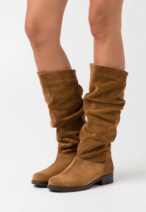 Vysoká obuv - avellada