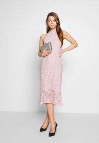 Nly by Nelly - FAB MIDI DRESS - Sukienka koktajlowa - rose - 1