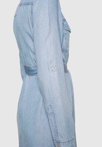 Vero Moda - VMVIVIANAMIA REGULAR DRESS - Denim dress - light blue - 5