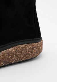 Birkenstock - MILTON NARROW FIT - Sznurowane obuwie sportowe - black - 5