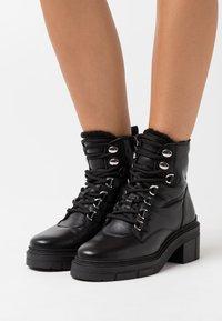 Unisa - JIMUL - Kotníkové boty na platformě - black - 0