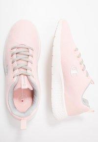 Champion - LOW CUT SHOE DOUX - Sports shoes - pink - 1