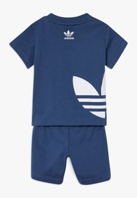 adidas Originals - BIG TREFOIL SET - Shorts - marin/white - 1