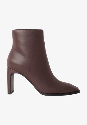 Classic ankle boots - chocolate