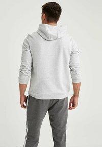 DeFacto - Felpa con cappuccio - grey - 2
