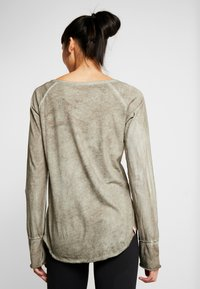 Yogasearcher - KARANI - Long sleeved top - grey - 2