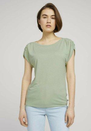MIT FALTENDETAIL - Camiseta estampada - light dusty green